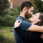 Photo couple lors d'une séance photo grossesse à la Ciotat en Provence