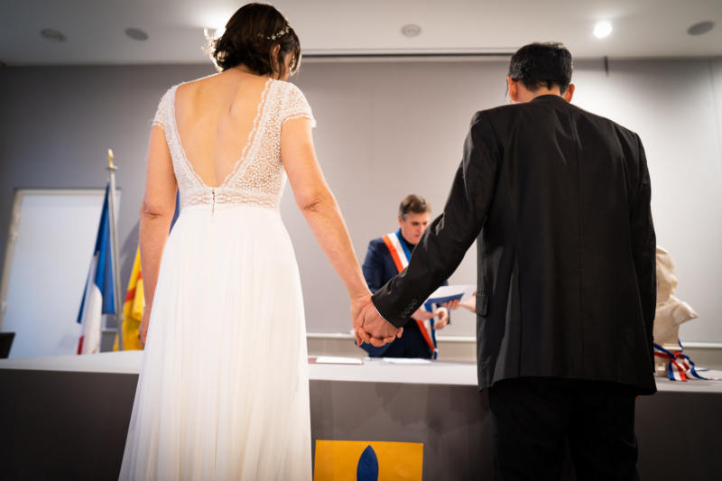 Photo d'un mariage pendant la cérémonie civil dans la mairie de Pertuis (Vaucluse)
