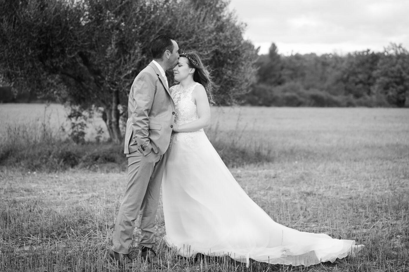 Photo de couple pendant un mariage à Aix en Provence